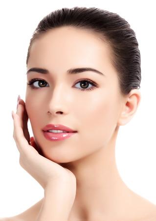 Mooi meisje met schone huid, witte achtergrond. Stockfoto