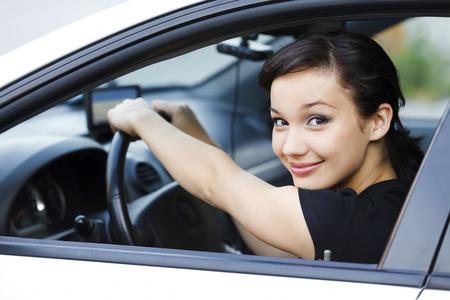 Femme dans une voiture.