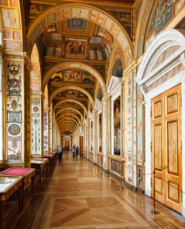 palacio ruso: SAINT PETERSBURG, RUSSIA - JAN 07, 2016: Interior of the State Hermitage, a museum of art and culture in Saint Petersburg, Russia. It was founded in 1764 by Catherine the Great