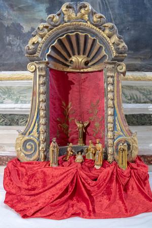 Christmas crib in a reliquary Imagens