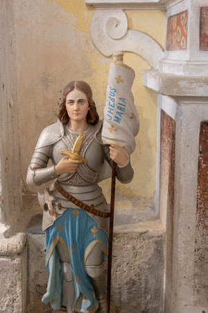 Statue of Joan of Arc, Church of Luceram, Provence, France 免版税图像