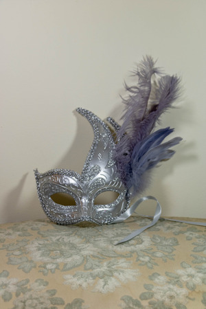 Silver and purple feather mask for rococo carnival 免版税图像