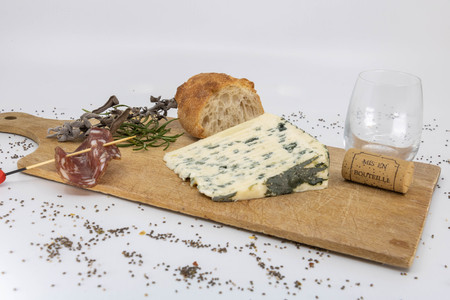 Cheese platter, auvergne blue and Corsican charcuterie