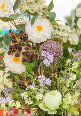 mix of flowers and raspberry fruits - Original bouquet of flowers with grasses of Provence, ripe