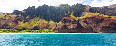 kauai: panorama of dramatic cliffs at na pali coast at kauai, hawaii, view from water Stock Photo