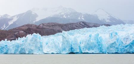 トレスで氷河グレーでパノラマ ビュー ・ デル ・ パイネ国立公園、チリ、ラゴ グレーでボートから 写真素材
