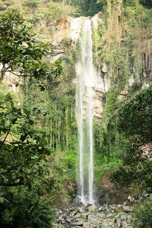 beautiful waterfall in Grojogan sewu, Tawangmangu, Indonesia 免版税图像
