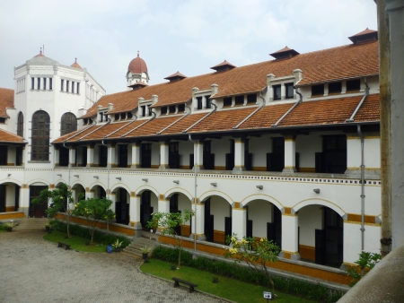 Lawang Sewu OLD BUILDING IN MYSTIC AND FULLY Semarang, INDONESIA 版權商用圖片 - 21545592
