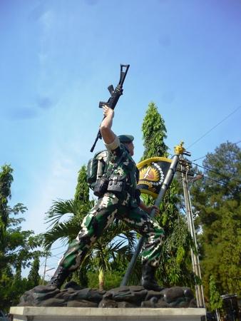 batallon: estatuas de soldados en la sede del ej�rcito Raiders Batall�n, Semarang, Indonesia