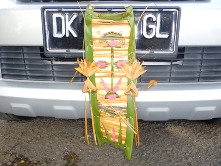 balinese: Traditional balinese offerings in the car