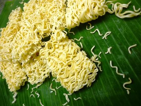 reciept: dry noodles on the green banana leaf