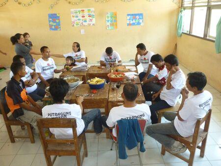 jurado: la reuni�n del jurado antes de la evaluaci�n de la raza de las aves en Indonesia