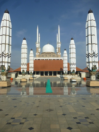 agung mosque as new landmarks located in semarang city, central java, indonesia 版權商用圖片