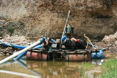 turbodieselmotor in de rivier voor send water Stockfoto