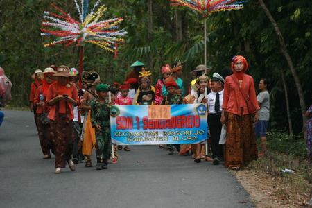 commemorate: Blora, Central Java, Indonesia. 25092016: Indonesian Culture carnival to commemorate the anniversary of Independence day