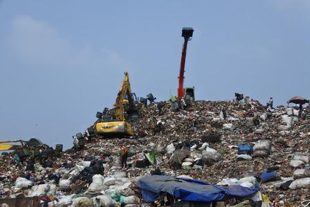 the biggest garbage dump in Indonesia, Bantar Gebang, Bekasi, Indonesia 報道画像