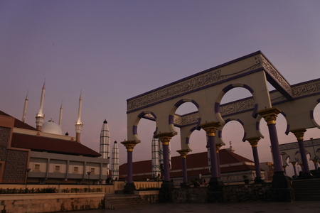 agung mosque as new landmarks located in semarang city, central java, indonesia Standard-Bild - 122783524
