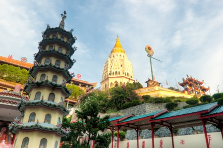 si: Kek Lok Si is the largest Buddhist temple complex in Southeast Asia