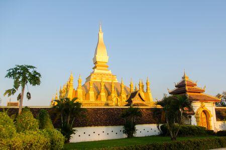 national landmark: Il tempio d'oro e punto di riferimento nazionale del Laos.