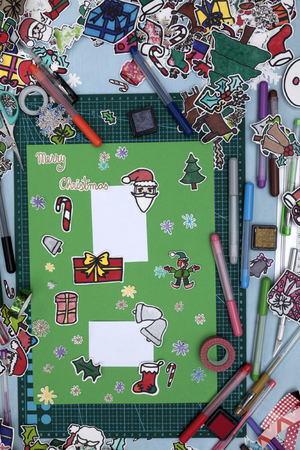 santa s elf: a vertical overhead view of a scrapbook xmas greeting with a Happy xmas message in English Stock Photo