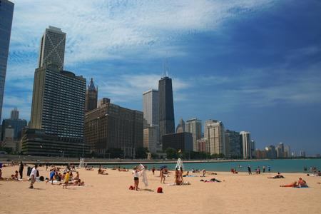 Het strand op een zonnige dag in Chicago Stockfoto