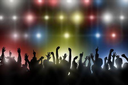 Fans verhogen hun handen op een concert