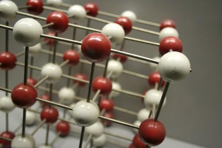 neutrons: Bolas conectadas por una red de barras