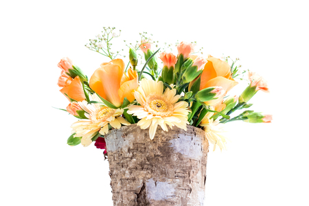 Brown pot made of tree corc with a salmon color flower bouquet