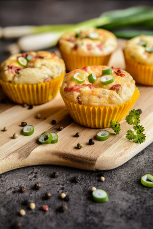 hams: Salty muffins with bacon, green onion and cheese
