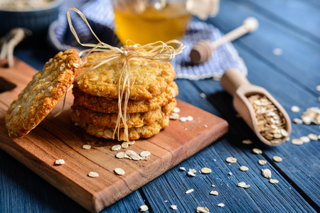 Anzac biscuits - traditional Australian oatmeal and coconut cookies 免版税图像 - 84623278