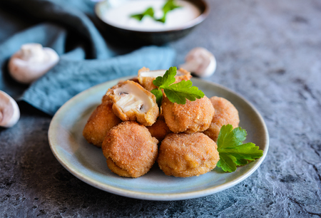 Breaded deep fried mushrooms with mayonnaise dip Foto de archivo
