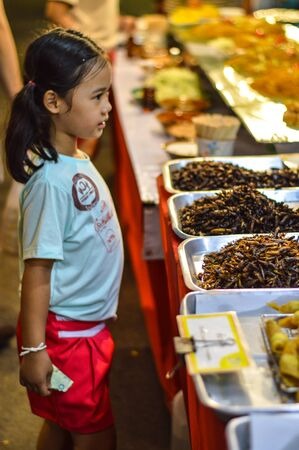 bugs shopping: