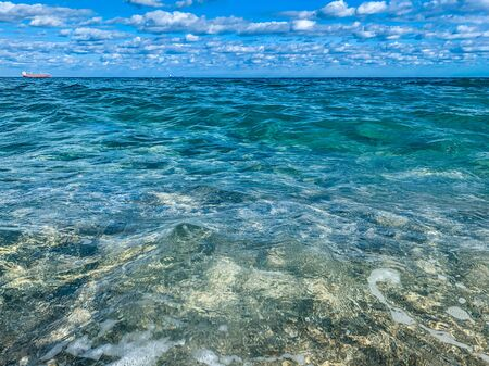 aguas tropicales claras de la costa de Florida