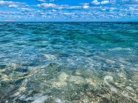 helder tropisch water van de kust van Florida