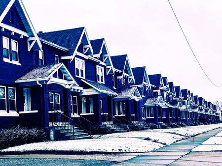 colorful homes in Wisconsin Winter Banque d'images - 137570613