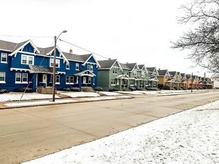 colorful homes in Wisconsin Winter Banque d'images - 137571090