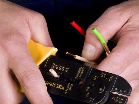 asamblea: desforre de alambre en las manos del trabajador