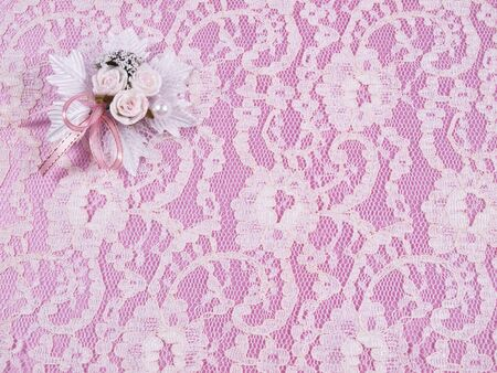 Hochzeiten Accessorie ein Knopfloch auf einem rosa Hintergrund