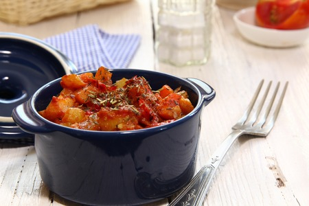 dried herbs: Braising vegetables in tomato sauce with dried herbs Stock Photo