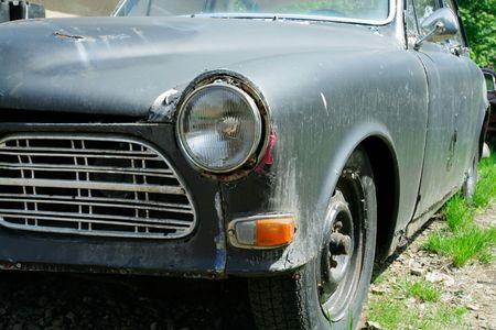 abandoned car: Vintage coche abandonado  Foto de archivo