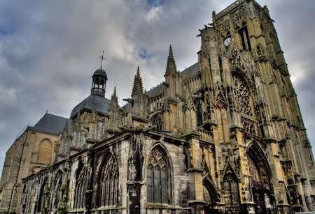 gargouilles: Dieppe, France - L'�glise de Saint-Jacques. Excellent tons et des nuances dues � la transformation HDR.