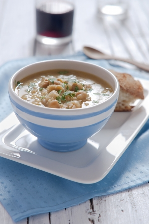 Chick-pea soup with bread and pasta