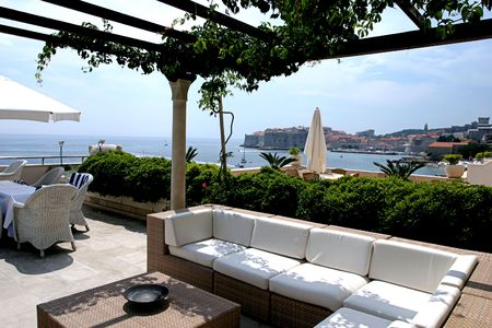 overlooking: Mirador con vistas a Dubrovnik en Croacia