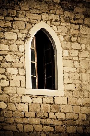 vignetting: Churc window which makes nice vignetting