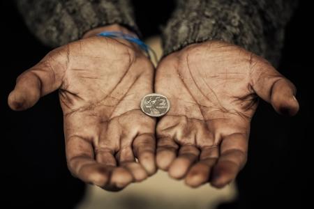 hombre pobre: Alimento para el alma de un hombre hambriento s Foto de archivo