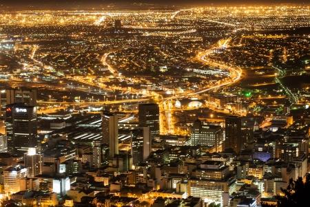 infraestructura: La ciudad que nunca duerme, de Ciudad del Cabo. Foto de archivo