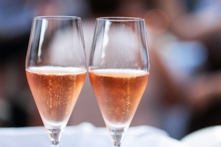 champagne: Two glasses of pink champagne for the couple.