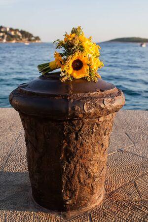 chose: La sposa ha scelto un tema giallo e bouquet per il suo matrimonio. Archivio Fotografico