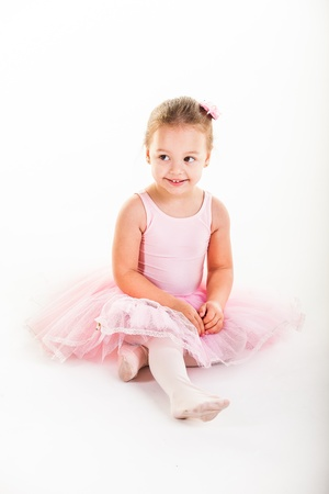 ni�o modelo: Una peque?a bailarina rosa de muy buen humor en el estudio.