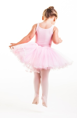 ballet: Una pequeña bailarina rosa de muy buen humor en el estudio. Foto de archivo